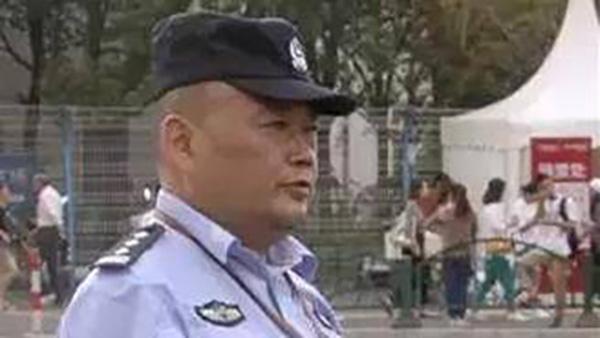 上海民警王向前追悼大会举行 因救跳楼者意外坠落殉职