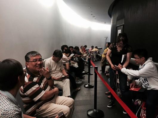 柏林爱乐时隔12年再访上海 乐迷通宵两晚排队买票