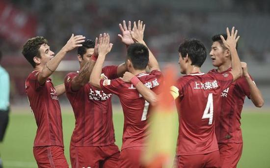 上港将对抗低迷浦和 王燊超等三名球员因红黄牌停赛