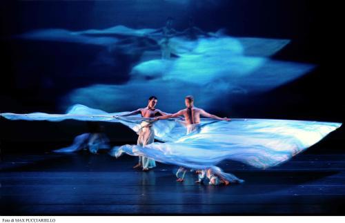 上海国际艺术节开展350项活动 未来1个月好戏连台