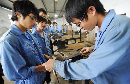 上海中职生今年就业率98.75% 平均起薪3173元