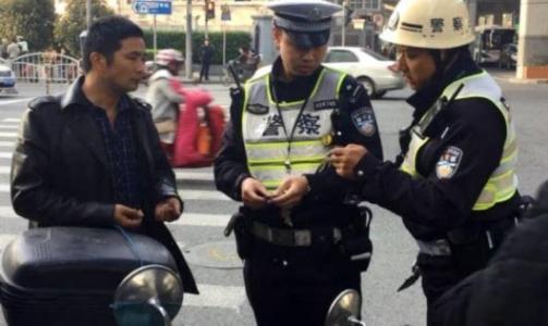 上海警方开展集中打击整治 一天查处交通违法2700余起