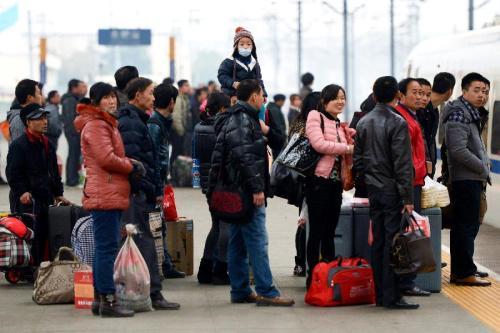 春运下周一启动 上海三大火车站将加密开行列车