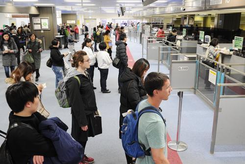己亥首日上海口岸出境超7万人次 初五初六迎返程高峰