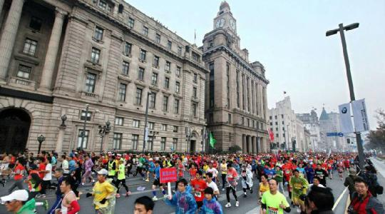 上海国际马拉松赛在外滩开跑 公安启动高等级勤务