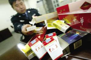 沪破获首起跨国制售假烟案件 13名嫌疑人被押解回沪