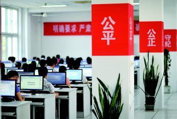 上海市本科院校举行招生咨询 一大批新专业受关注