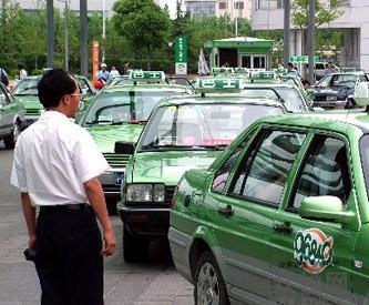 出租车司机返还乘客丢失10万现金:收入不高但不贪财