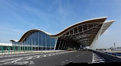 浦东机场现出境高峰 设置中国公民专用通道