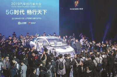 上海车展首个公众日迎大客流 豪车馆火爆市民大呼过瘾
