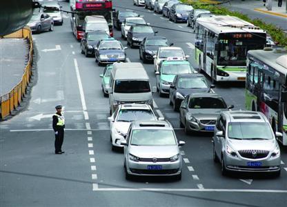上海通过电子警察实时预警 查获7起违法驾驶案例