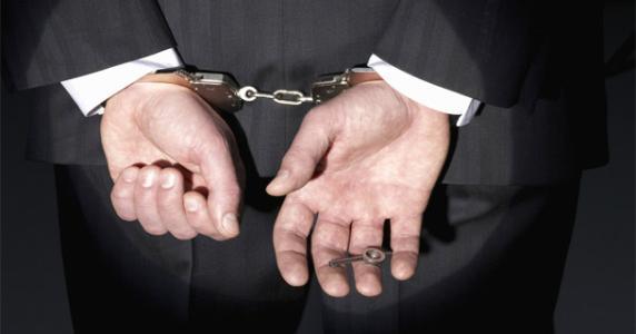 90后小夫妻架设41家非法网站 敲诈勒索年入百万