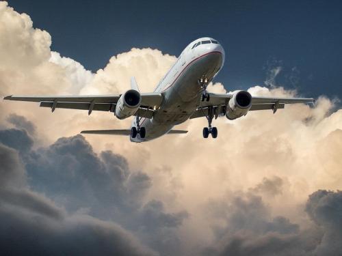 5岁女童飞机上突发疾病 空地联合航班备降广州