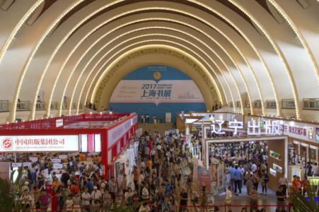 上海书展周末人流增加八成 少儿馆销售火爆