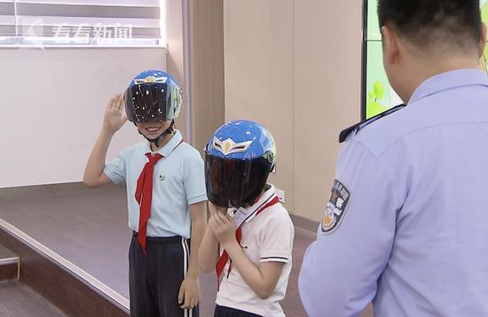 学生复学校车逐一排查 一带一盔守护孩子安全
