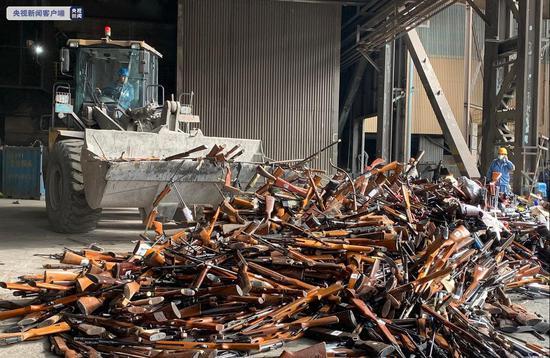 上海集中销毁非法枪支管制刀具 打击涉枪涉爆违法犯罪
