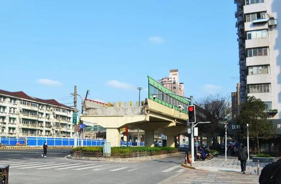 北横通道又有新进展 天目路立交最高顶梁柱吊装完成