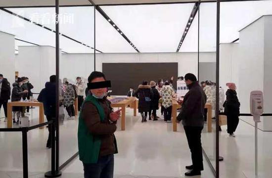 男子两个月内偷遍上海苹果店 落网时26副新耳机未拆封