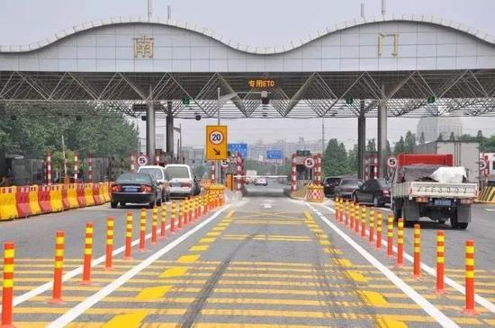 沪嘉高速公路建成30年不断创新 曾开创上海多个先河