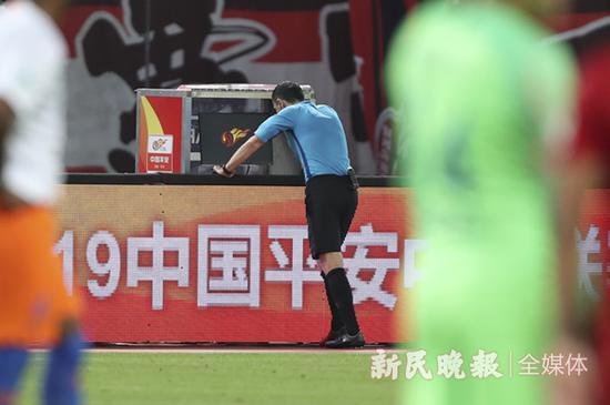 上港鲁能之战判罚准确 足协呼吁球迷理性看待球场胜负