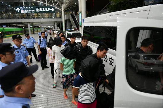 上海警方破获新型信用卡欺骗案 涉案金额100多万元
