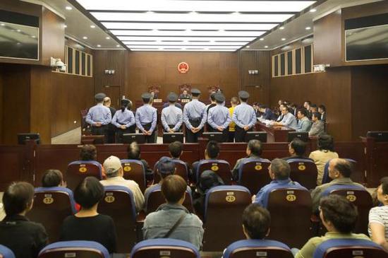 上海一中院审理集资诈骗案:7名被告非法集资37亿余元