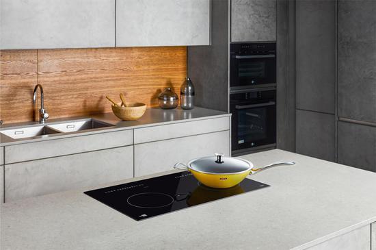 德国米技将在第三届进博会上全球首发一款适合中国家庭厨房使用、可以真正替代传统燃气灶的嵌入式双头感应灶产品。 受访者 供图