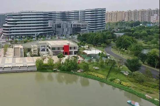 沪唯一在公园内的婚姻登记中心开张 中西式颁证厅都有