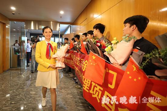 图说:2019年,第45届世界技能大赛上海选手、专家、教练凯旋。(资料图)新民晚报记者 陈炅玮 摄