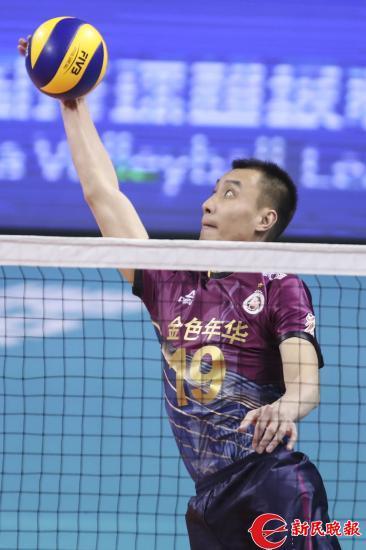 图说:崔建军在比赛中 新民晚报记者 李铭珅 摄