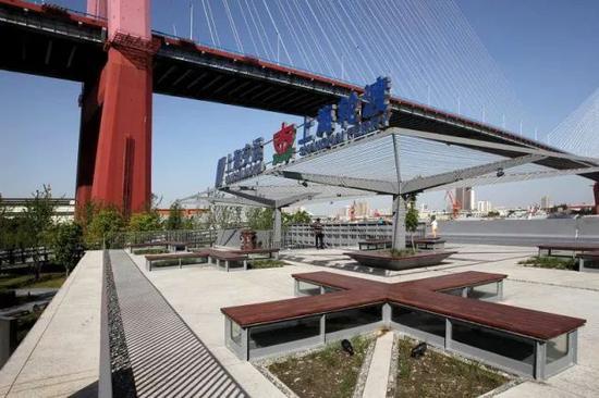 v栈桥融入了通透性和栈桥屋顶,伞状与杨浦滨江步道和人行桥身的结构齐用湘源绘制等高线图片