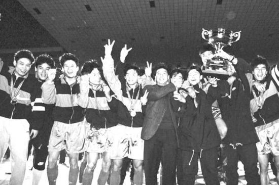图说:徐根宝是申花1995冠军黄金一代的金牌主帅。