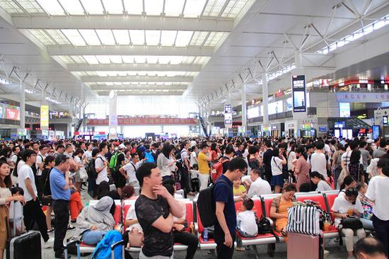 长三角车站迎旅客返程高峰 多为走亲访友、中短途出游