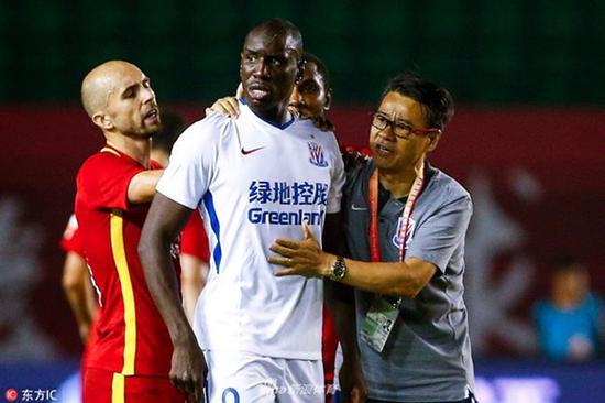登巴巴在赛场遭遇种族歧视 足协宣布启动调查