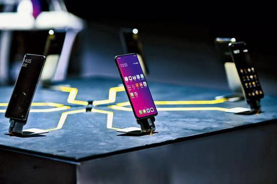 OPPO Find X发布会上的新机体验展台。