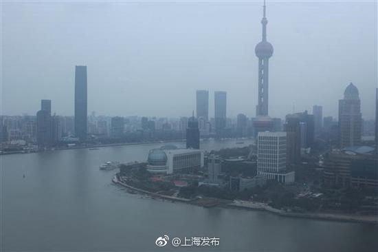 2月10日,烟雨迷蒙的陆家嘴。 @上海发布 图