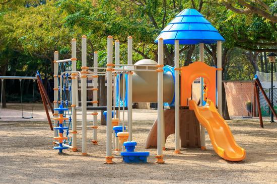 5岁女童攀爬架上摔下落十级伤残 幼儿园赔偿21.8万元