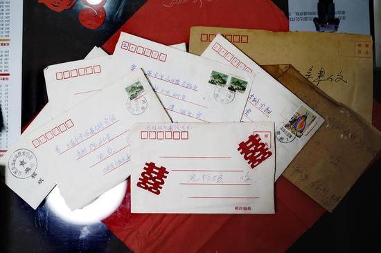 △沈曙夫妇至今都保存着他们与王晓霞家多年往来的的书信。