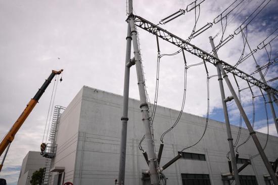 国网上海电力正式进驻临港某站施工,这里将为特斯拉上海工厂用电需求提供两回进线。