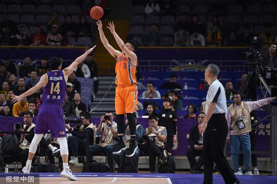 上海男篮客场逆转北控 三替补合砍70分