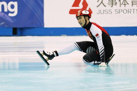 武大靖带伤上阵又摔倒 刘少林包揽两场500米冠军