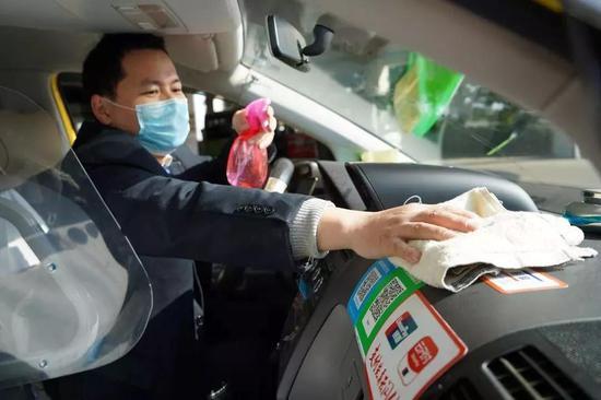 即日起 未佩戴口罩的乘客不得乘坐公交、出租车
