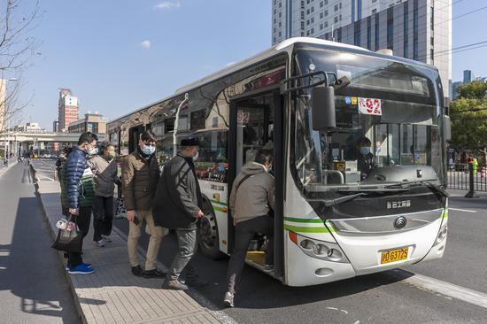 上海请求乘坐公交、出租车乘客必须佩带口罩