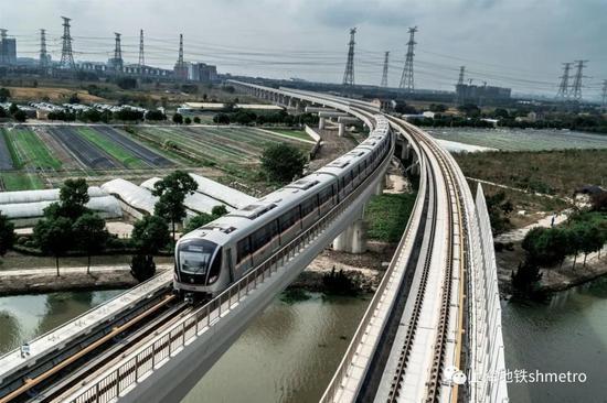 今早10时 上海地铁列车将停站3分钟默哀并鸣笛
