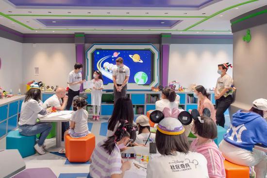 首个星空探索主题迪士尼欢乐屋在