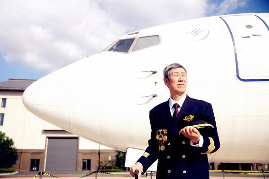 三大航开始接收ARJ21飞机 东航老中青三代飞行员很期待