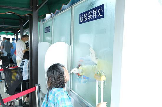 上海启用户外核酸采样工作柜 配备空调将安装紫外线灯