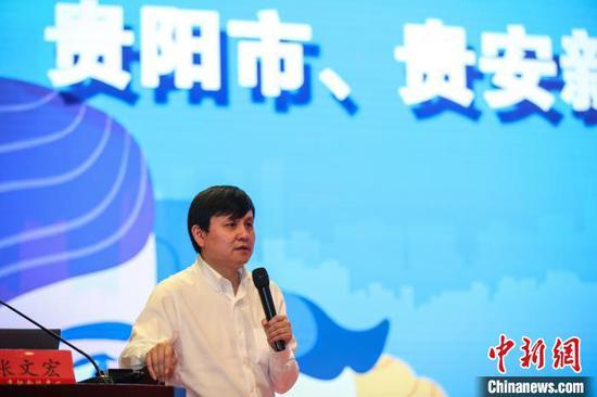 图为张文宏在贵阳作疫情防控专题讲座。 瞿宏伦 摄