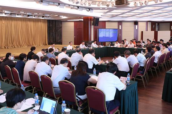 """图说:今天,上海市政协召开""""持续推动养老服务高质量发展""""专题协商会。金松摄"""