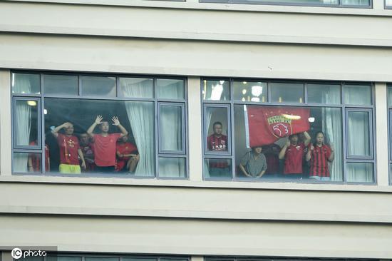中国足协:国安对阵上港允许两千人入场 每人间隔两个座位